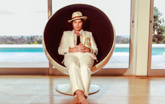 Gaz Coombes to 'Walk the Walk'